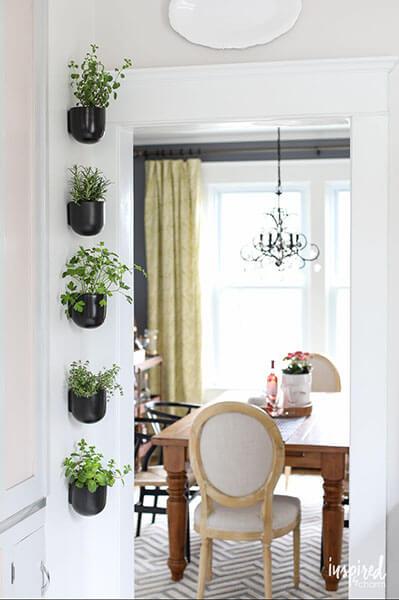 vertical-garden-herb-countryliving.com